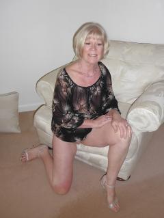 mature slut fiona in sexy black top