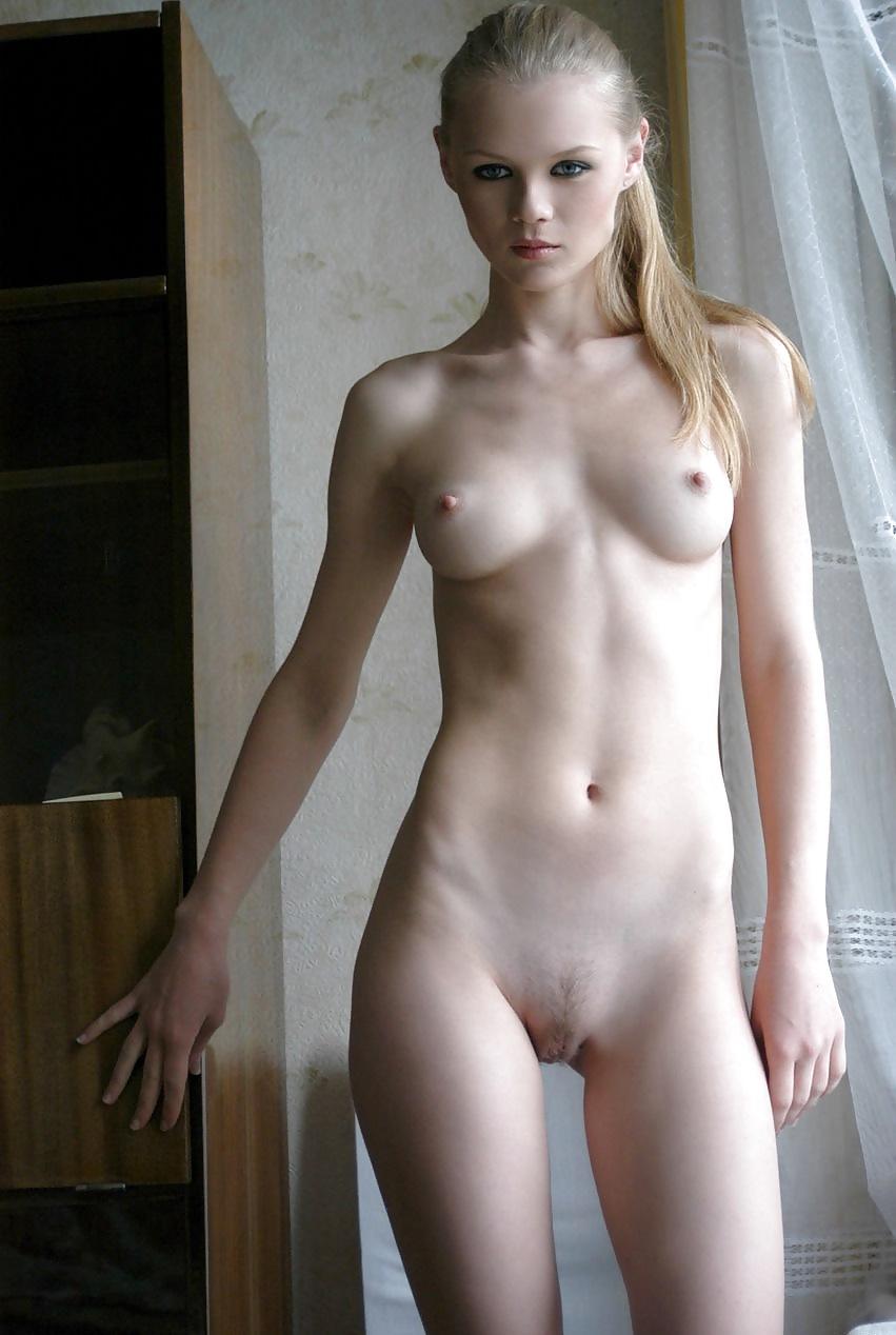 Фото голеньких молодых девушек 24 фотография