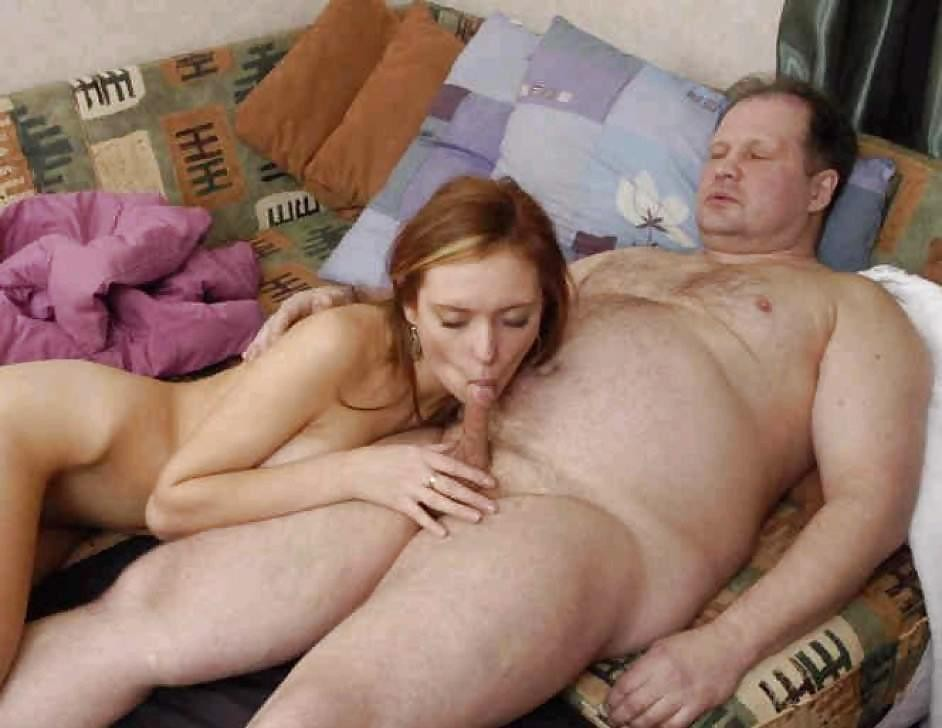 Трахают спящую маму и дочь 7 фотография