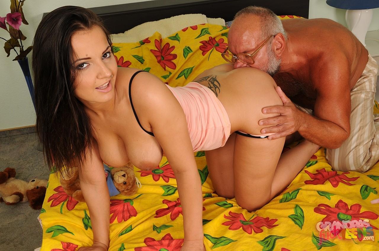 Секс со стариком домашнее 5 фотография