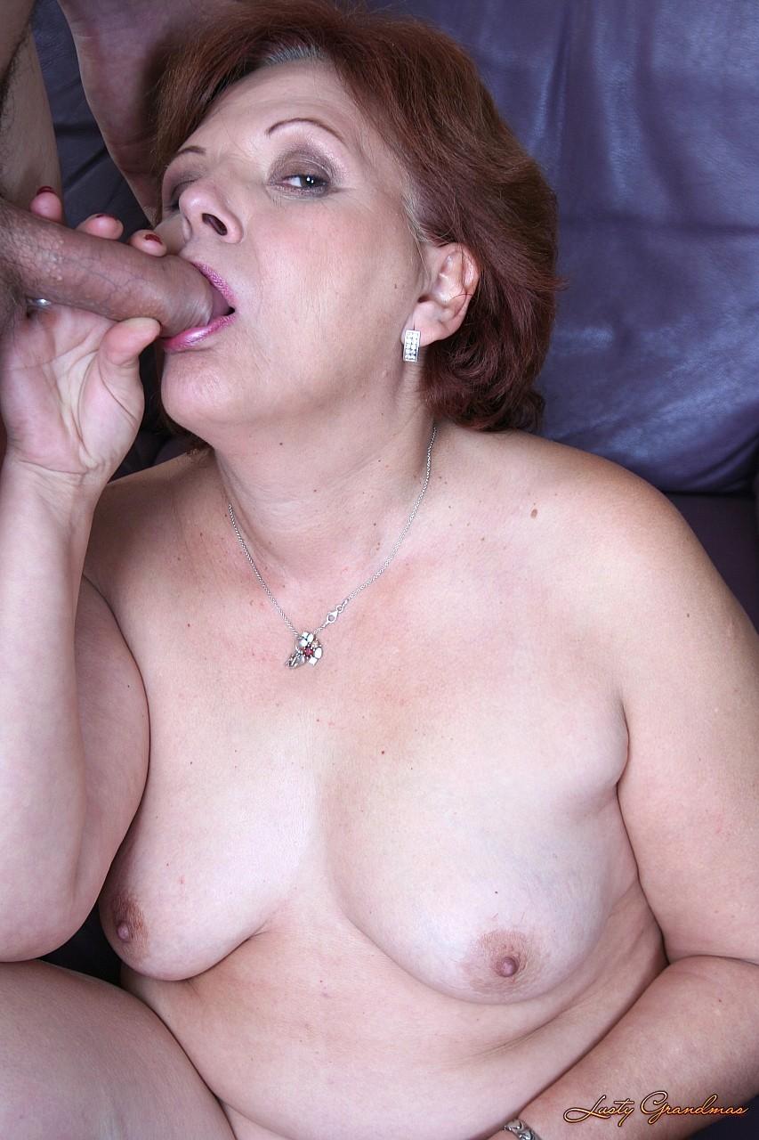 Saggy titties милф в чулки ебет