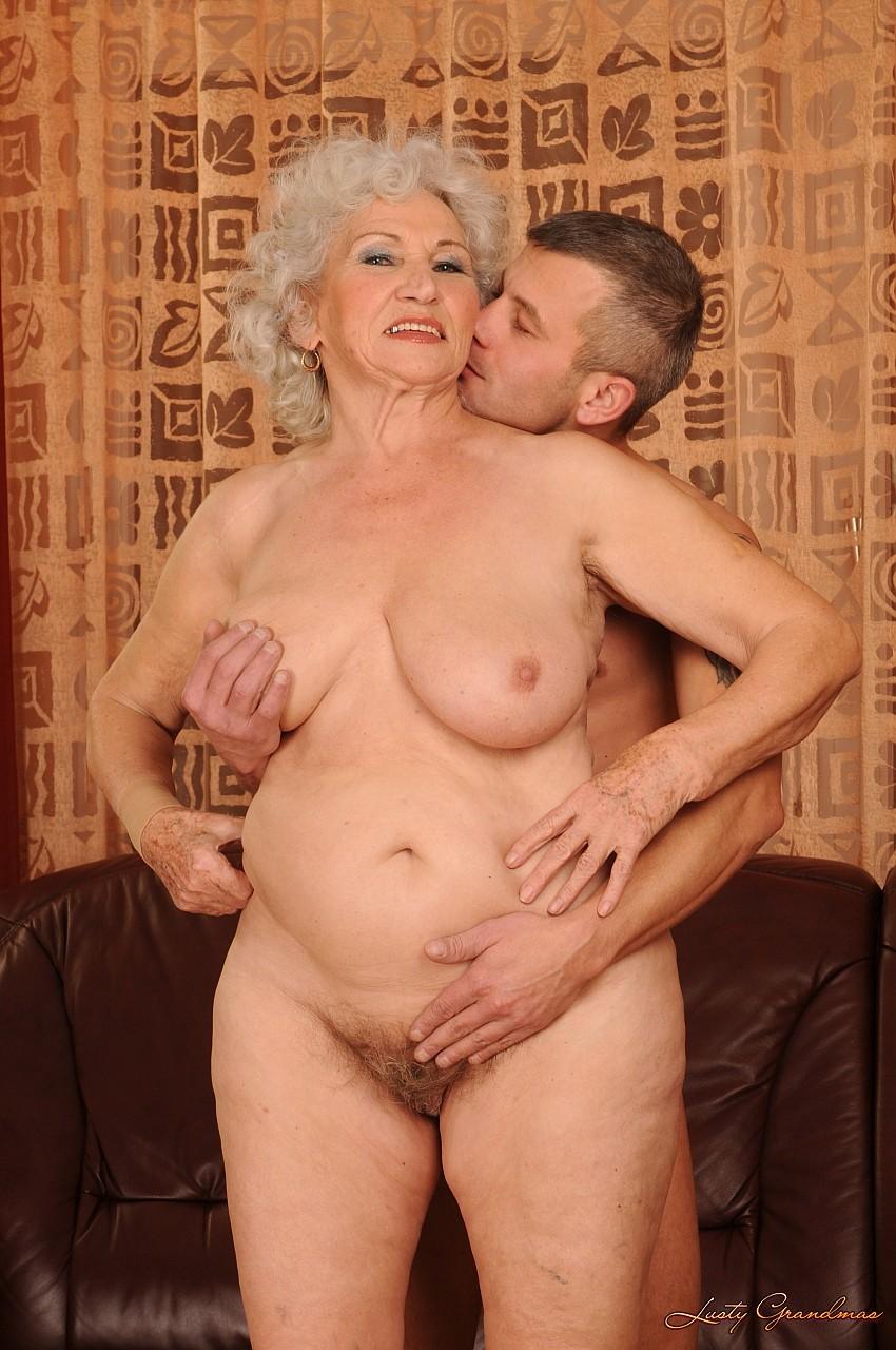 Секс баьбушка и внук