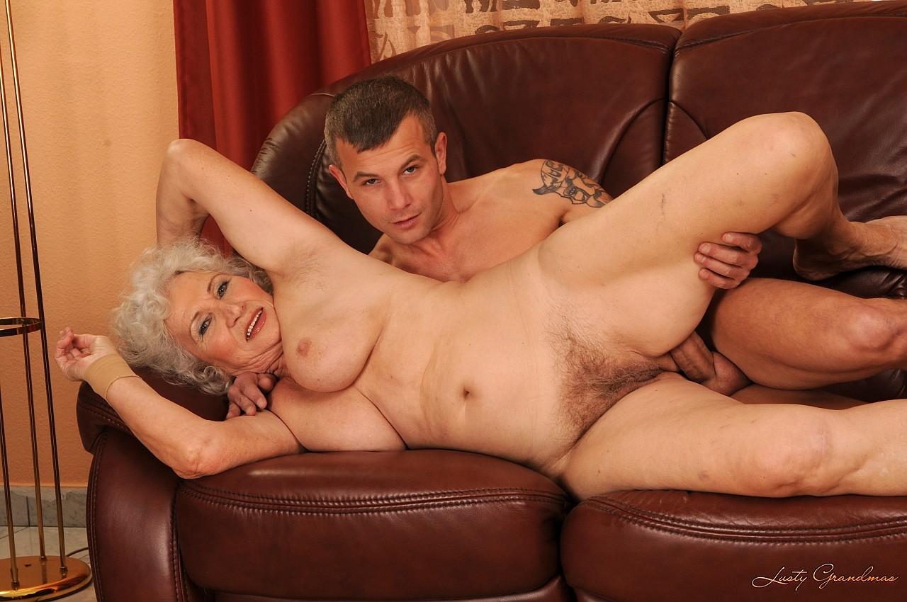 Онлайн бабушки как смотреть в трахаются