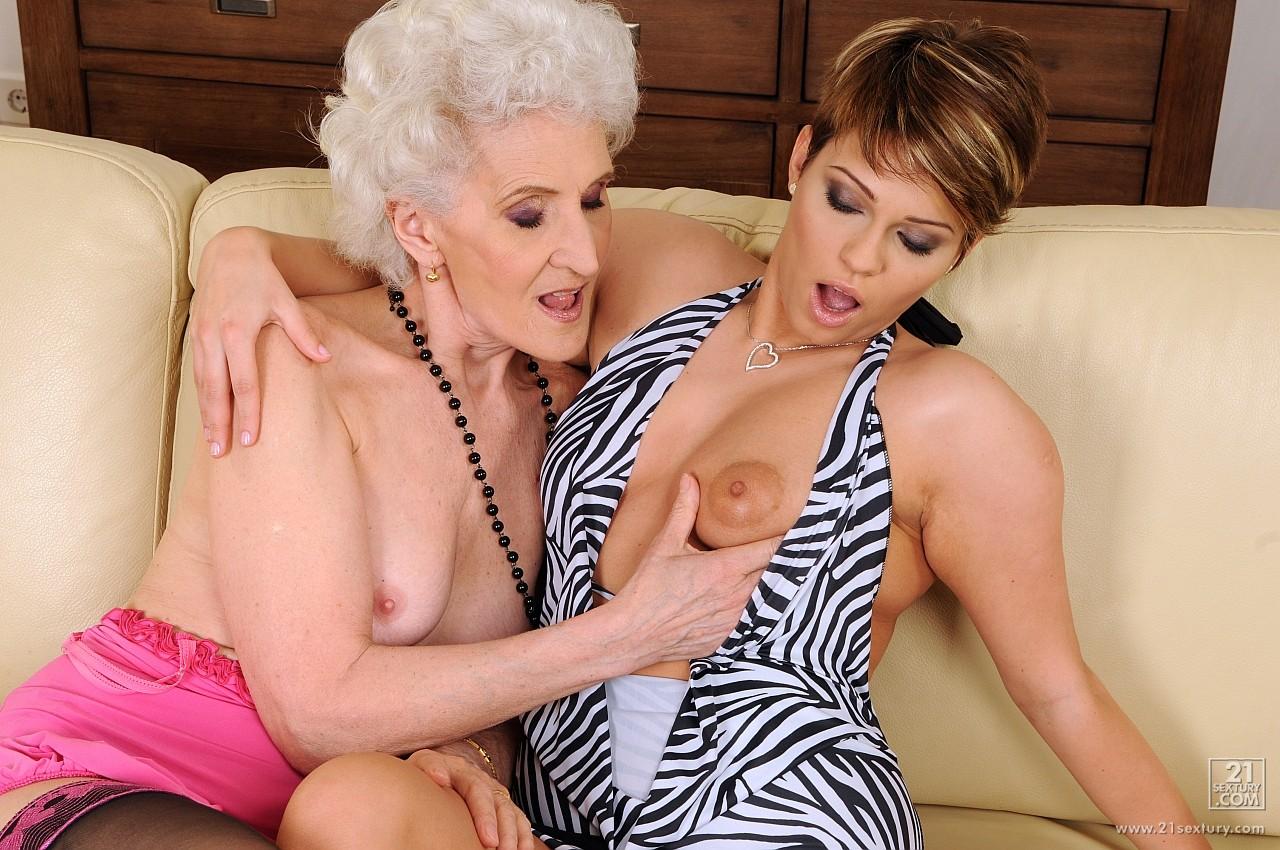 Смотреть порно лезбиянки бабушки 24 фотография