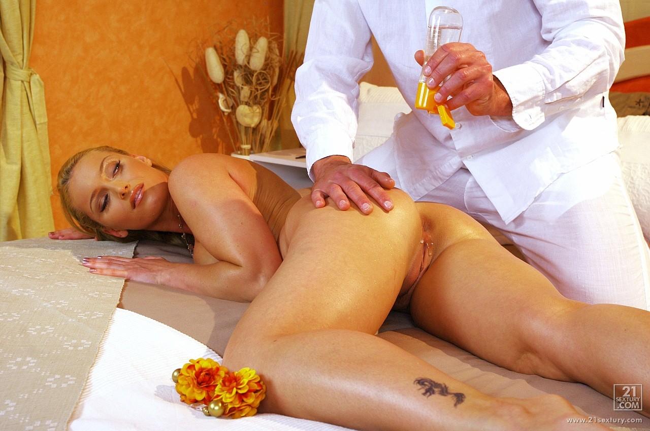 porno-doch-mame-delaet-massazh
