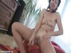sexy-mature-slut-gets-horny-rubbing-part2