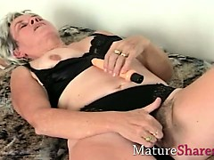 granny-toys-old-hairy-snatch