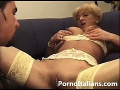 Bionda Cougar Tettona Ingorda Di Cazzo In Bocca Porno