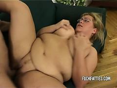 hot-fat-horny-slut-freezes-repairman-helps-her-get-warm