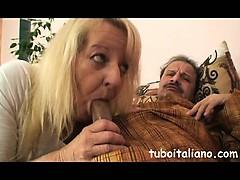 Aiuta La Mamma A Spompinare Pap?!