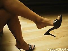 amazing-milf-legs-and-slipper-dangling