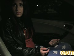 hot-and-natural-beauty-valentina-pays-blowjob-for-her-taxi