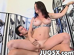 raquel-devine-gets-her-snatch-banged