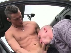 muscly-gay-amateur-sucks-cock
