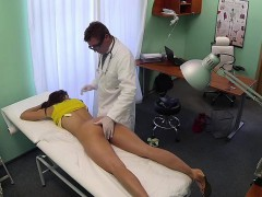 doctor-fucking-stunning-babe-on-examination-table