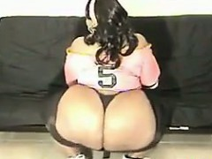 black-bbw-showing-off-that-ass