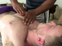 naked-muscled-hunk-gets-massage-at-gay-spa