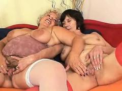 unshaven-amateur-mammas-first-time-lesbian