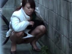 japanese-piss-in-street
