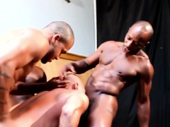 gayblack-musclular-hunks-foursome-action
