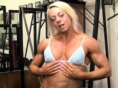pro-bodybuilder-nathalie-falk-in-the-gym