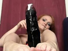 redhead-female-samantha-juicy-foot-and-legs-show