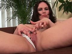 cock-hardening-mom-gives-her-mature-pussy-a-treat