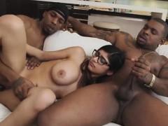horny hottie chick mia khalifa strokes her large dick