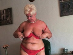 granny-rather-masturbate-than-do-housekeeping
