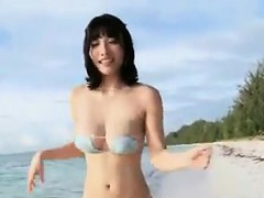 japanese-babe-at-the-beach-non-nude