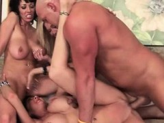 sex-expert-cougars-going-hardcore-in-gangbang