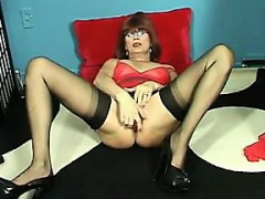whore-playing-with-her-mature-pussy