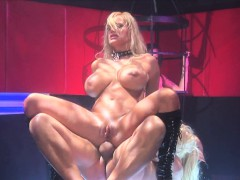 wicked-hot-blondes-fuck-and-suck-in-a-threesome