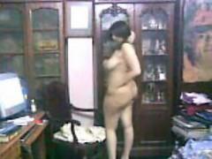 curvy-arab-woman-teasing-her-thick-body