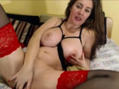 busty-masturbate-squirting-webcam