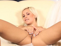dido-angel-young-and-masturbating-in-one-of-her-first-movies