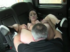 hot-amateur-babe-exchanged-her-pussy-for-a-free-taxi-fare