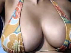 a-receptionist-woman-who-has-busty-boobs-and-nice-structure