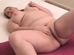 fat-amateur-girl-fingering-her-pussy