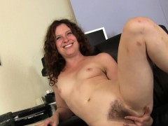 mature-fiona-plays-with-her-hairy-white-pussy