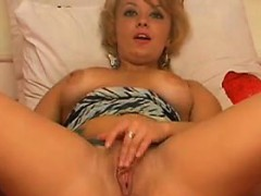 cute-slut-with-short-hair-masturbates