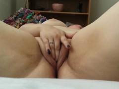 chubby-beauty-masturbates-for-her-bf