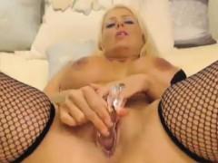 blonde-milf-masturbates-live
