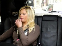 blonde-squirts-and-fucks-in-taxi