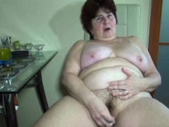 grandma-learns-hot-to-use-dildo