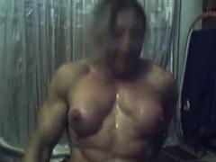 female-bodybuilder-flexing