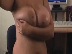 amateur-milf-oiling-her-huge-rack-on-cam