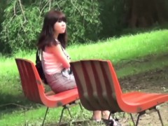 asian-babes-piss-in-park