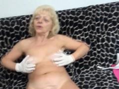 dirty-grandma-fingers-herself