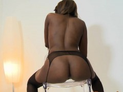 black-booty-babe-rashae-bounces-ass